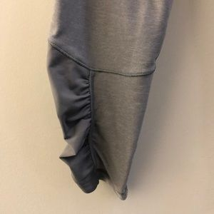 lululemon athletica Pants - Lululemon gray crop legging, sz 4, 68975